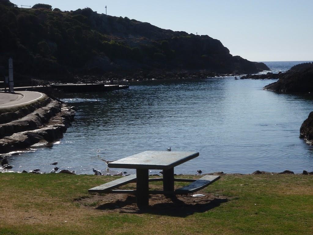 Picnic table Kianiny Bay