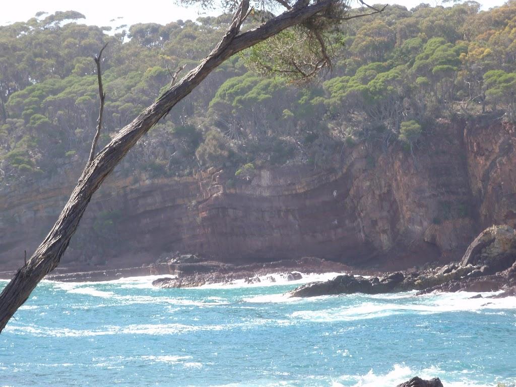 Rock folds in bay wall