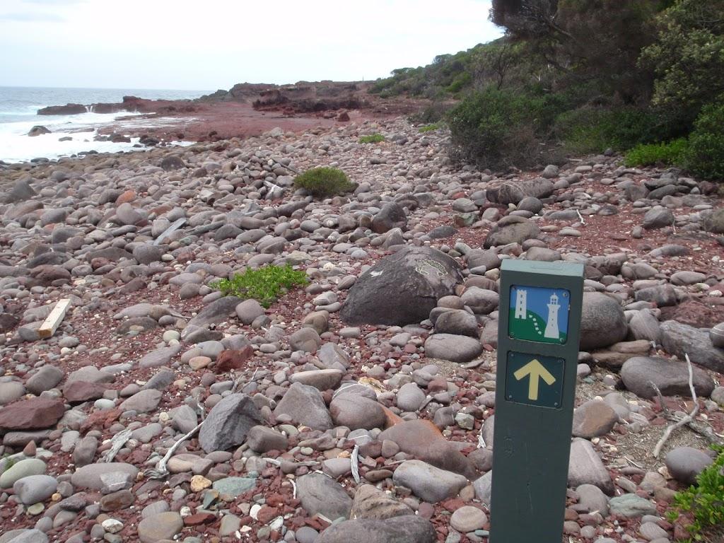 Arrow marker along red platform bay
