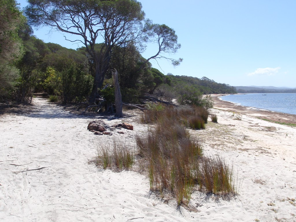 Intersection of Hobart Beach and track to camping area (105079)