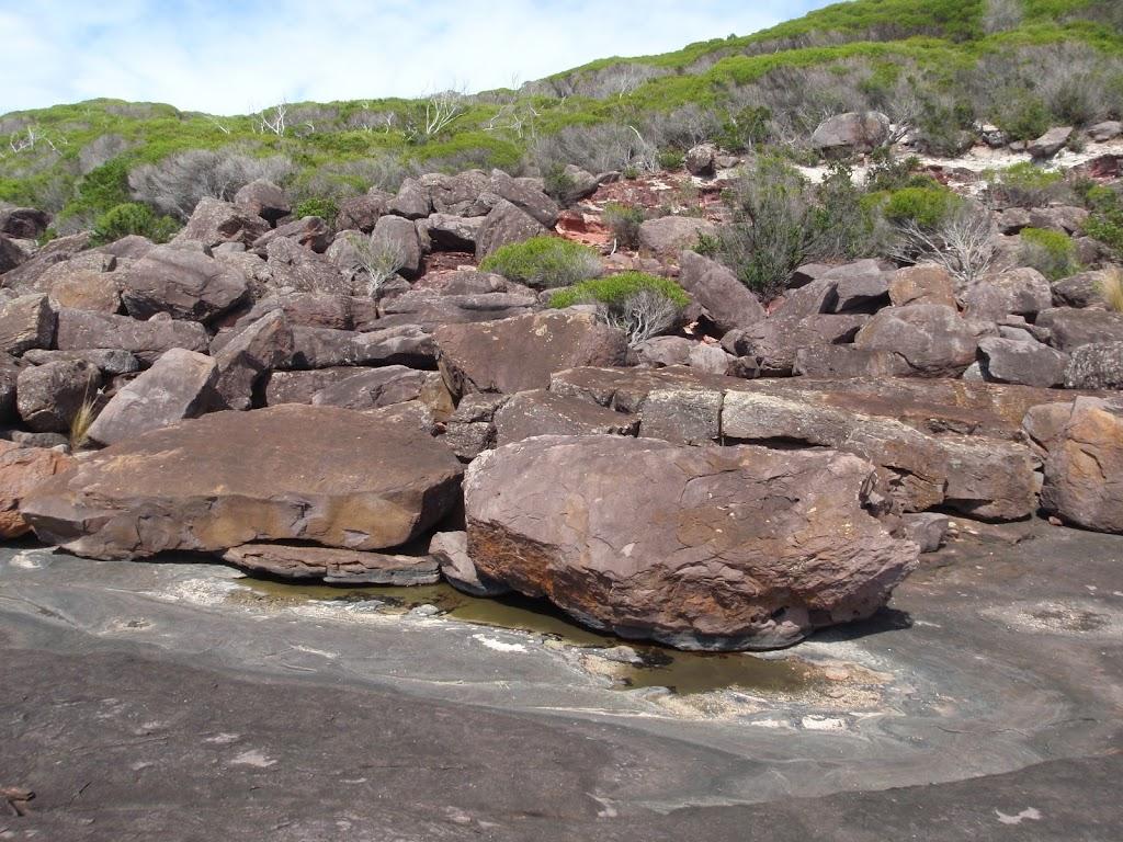 Boulders behid black cliffs