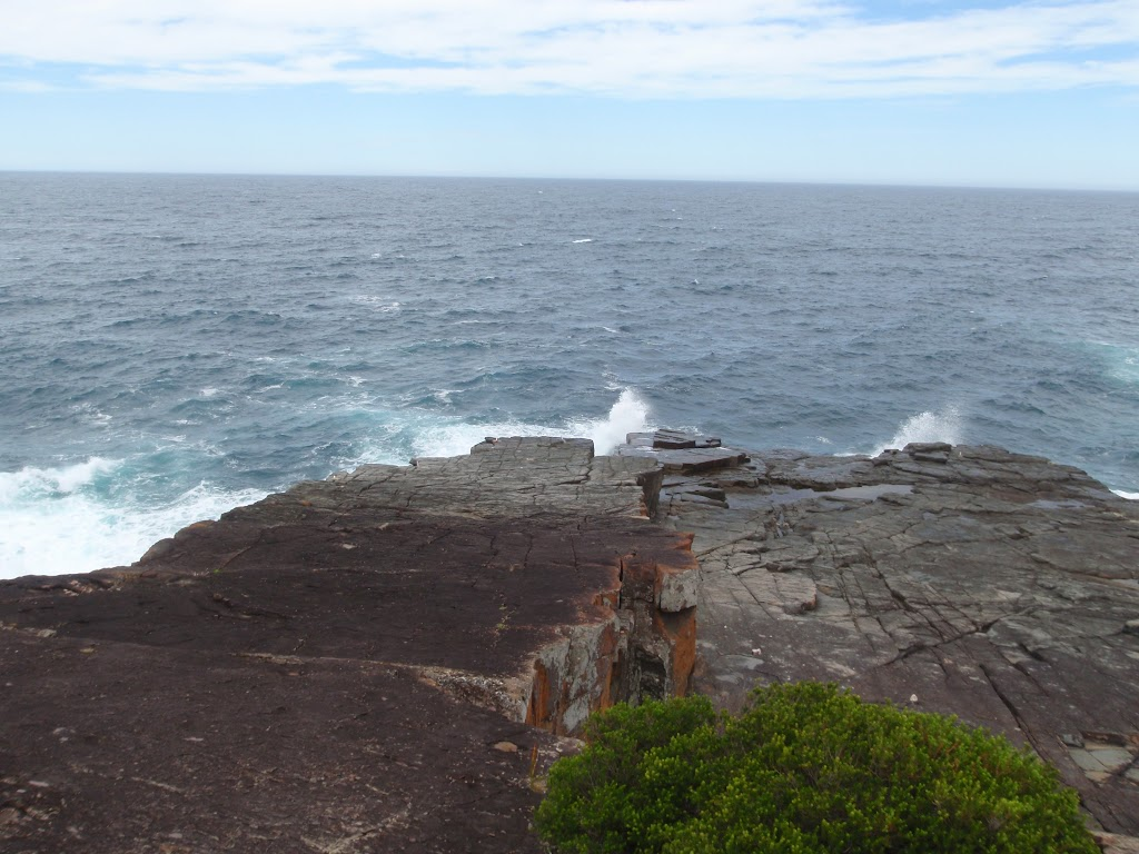 Waves crashing on Pulpit Rock (107233)