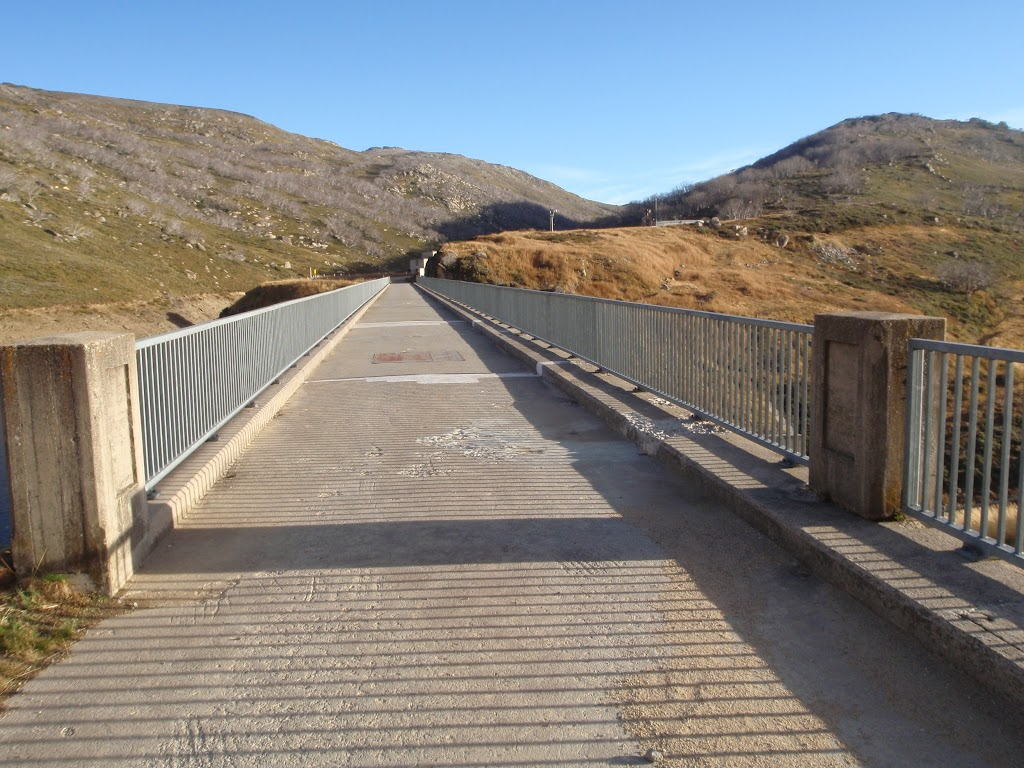 Road over the dam wall