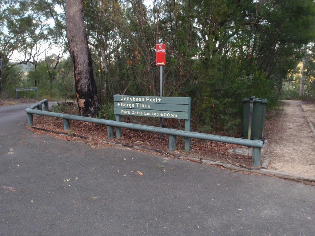 Track head signpost