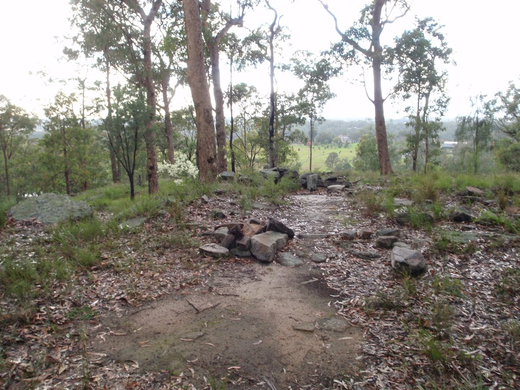 Rock cairns behind Lapstone lookout (146613)
