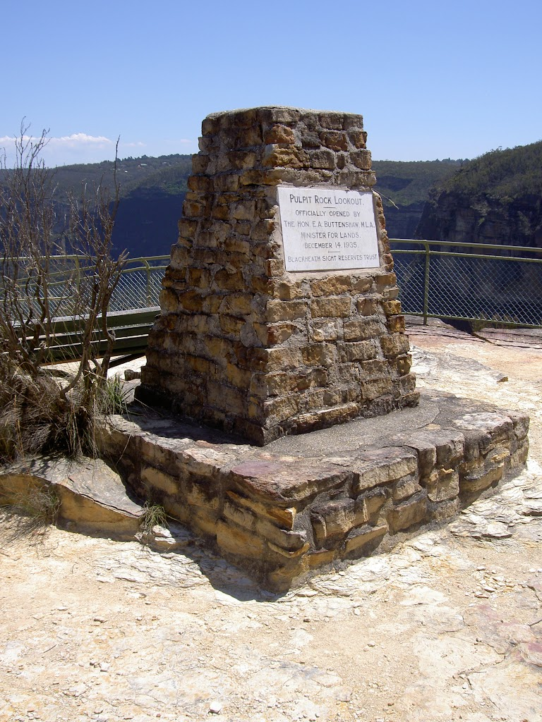 Marker on Pulpit Rock's top lookout (15562)
