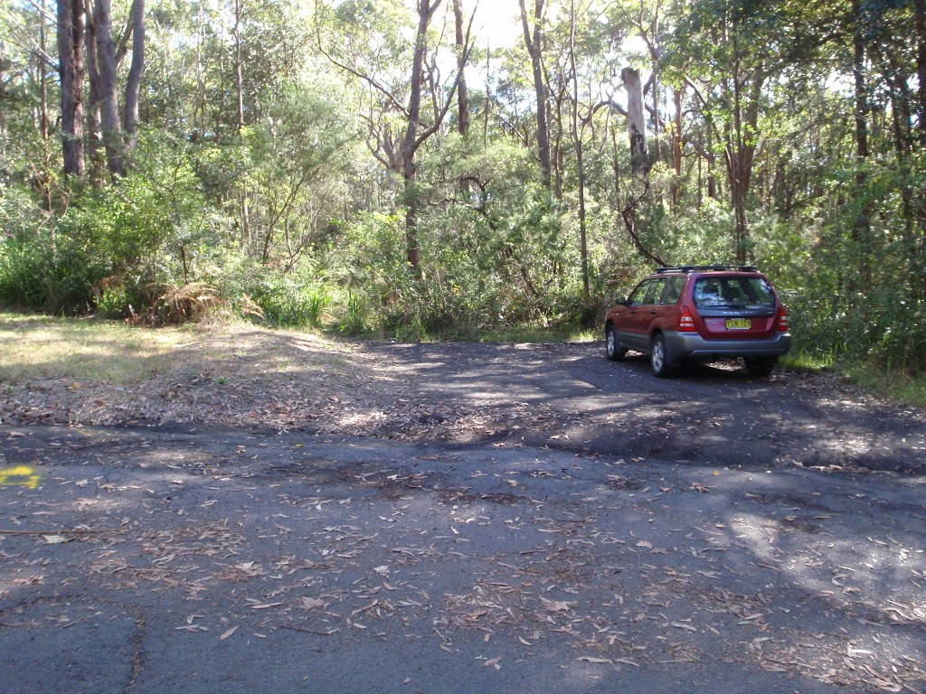 Small parking bay in Redgum Ave