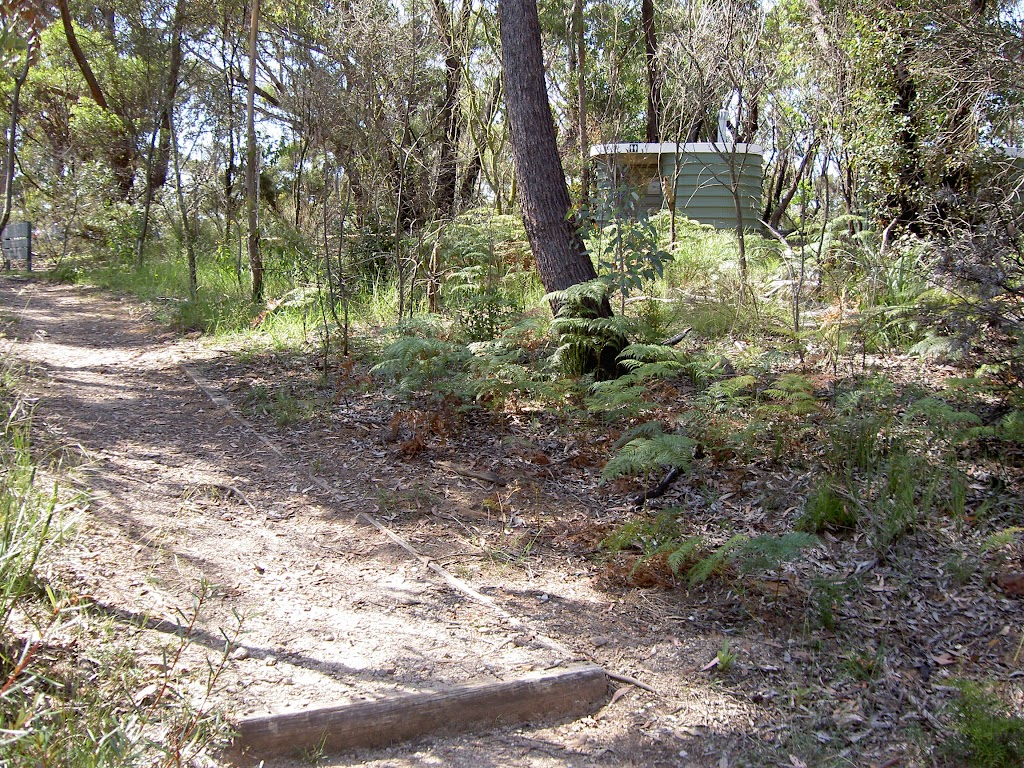 Evans Lookout toilets next to track (15970)