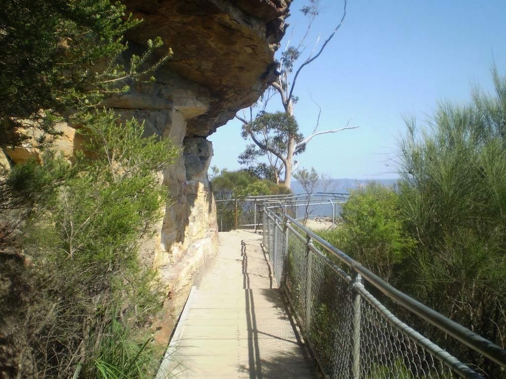 Under a small overhang Near Katoomba Falls Park (17044)