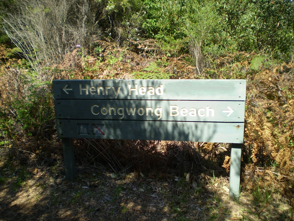 Sign on Henry Head Track near La Perouse (17472)