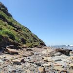 Narrow rocky shoreline (193529)