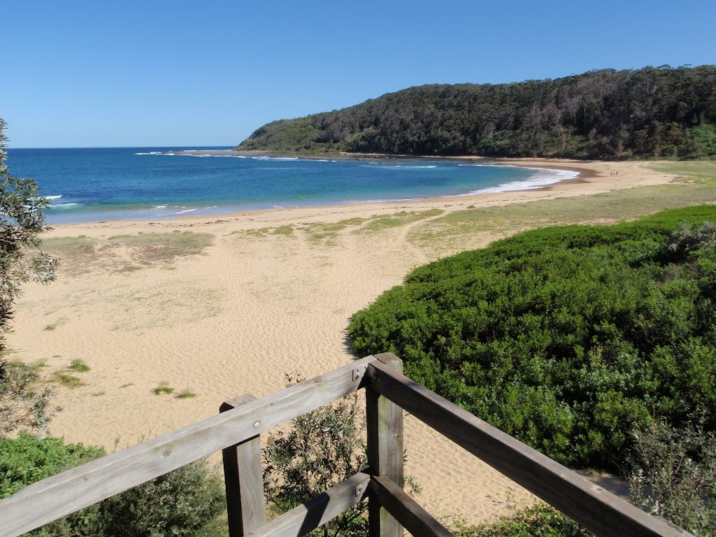 Views along Bateau Bay beach