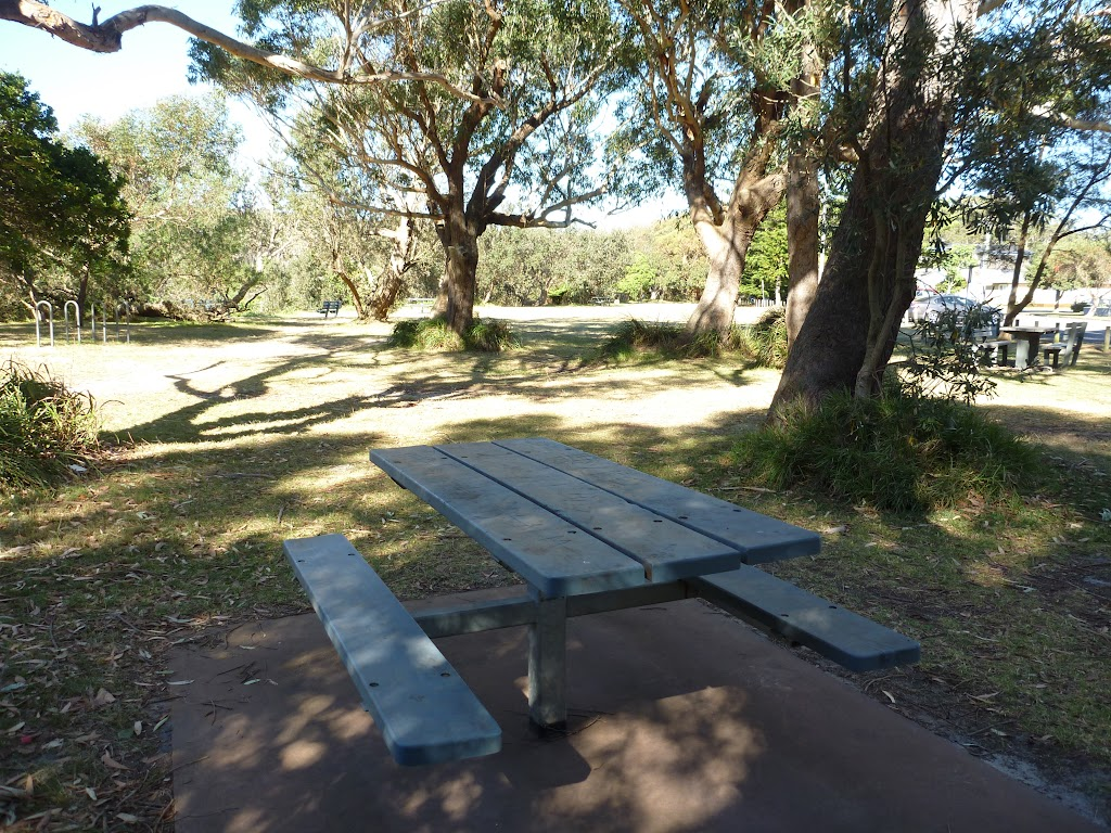 Picnic area above Bateau Bay beach
