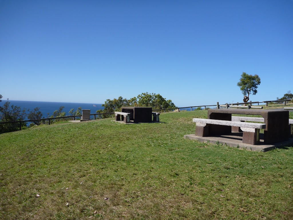 Picnic tables at Crackneck lookout