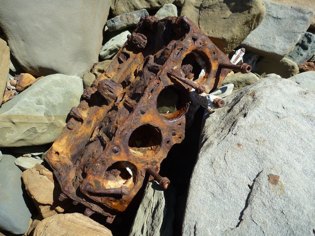 Rusty old engine block (207202)