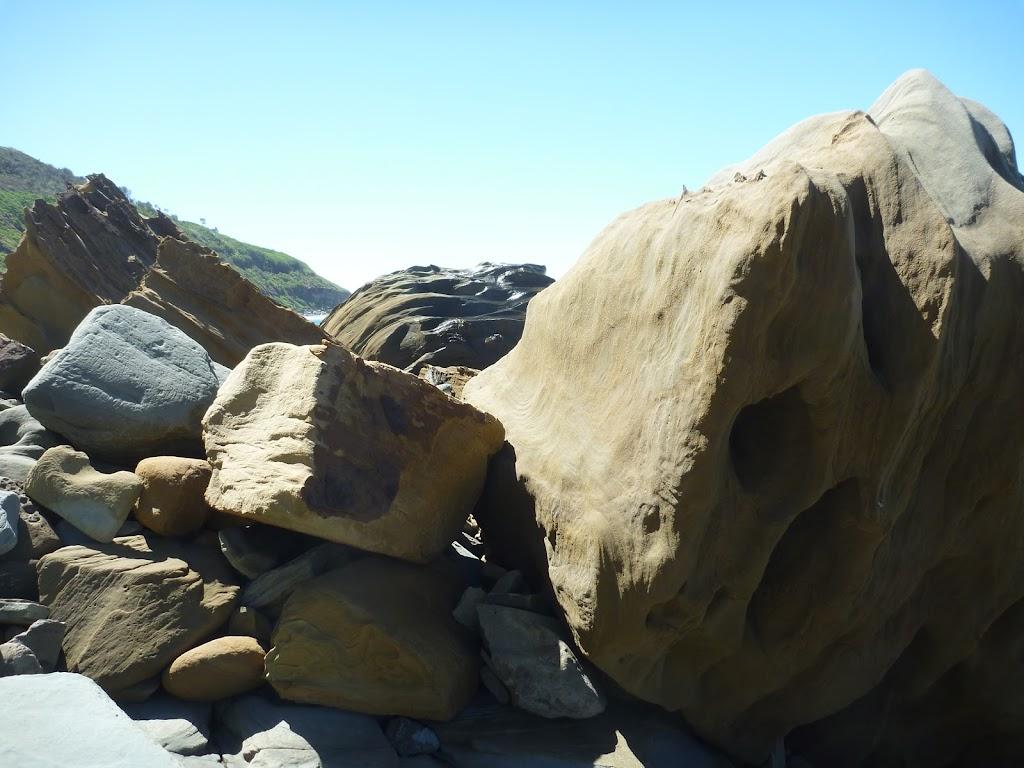 Jumbled boulders (207223)