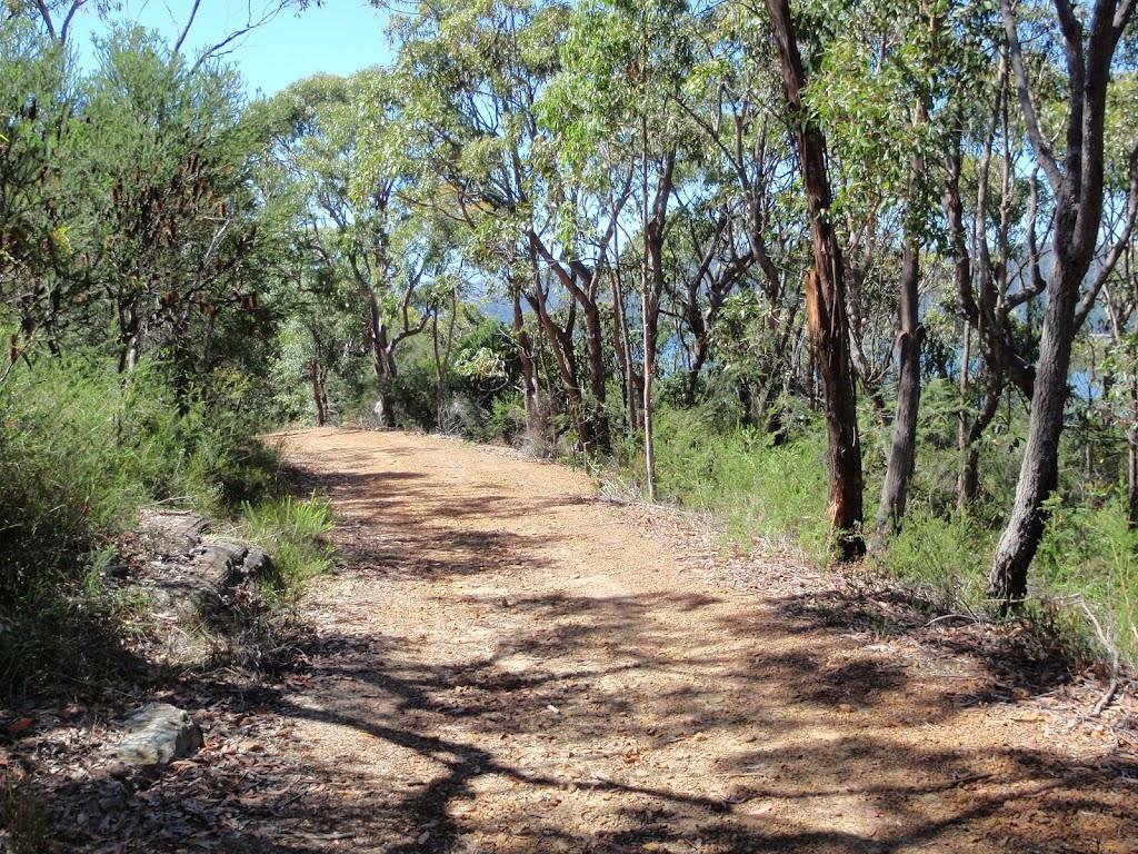 walking along Pearl Beach / Patonga fire trail