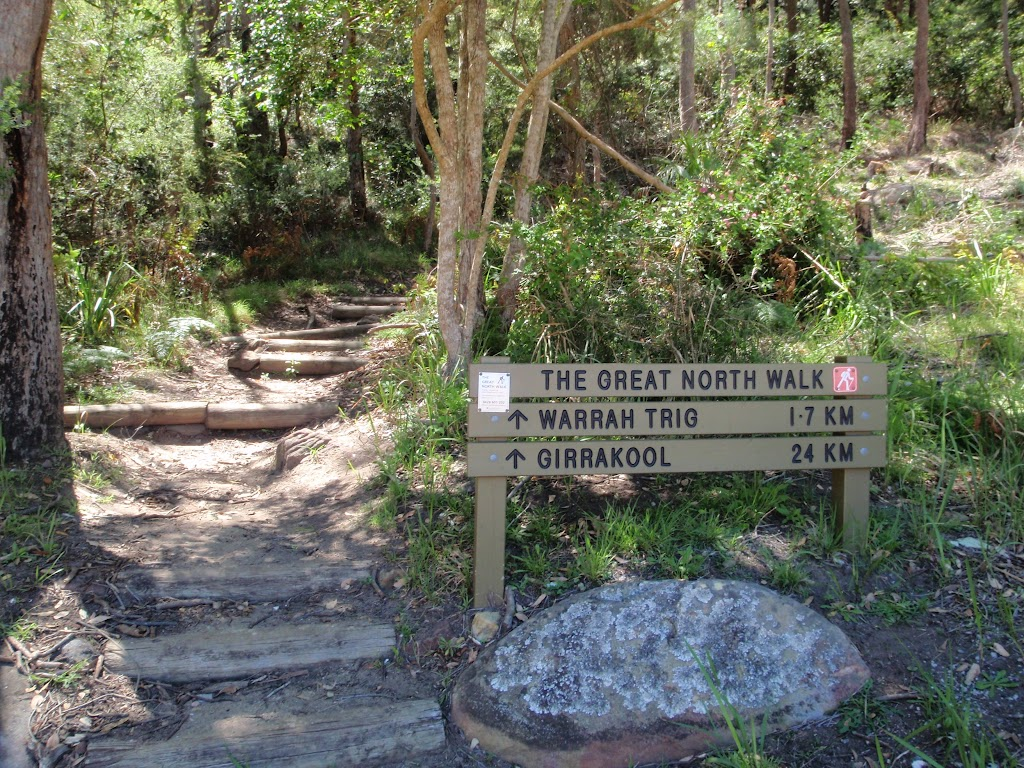 Great North Walk sign at bottom of Patonga Track (218900)