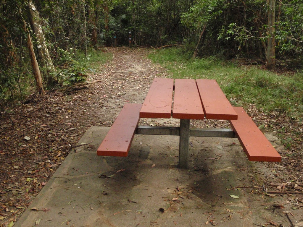 Table at Seymour Pond picnic area (226582)