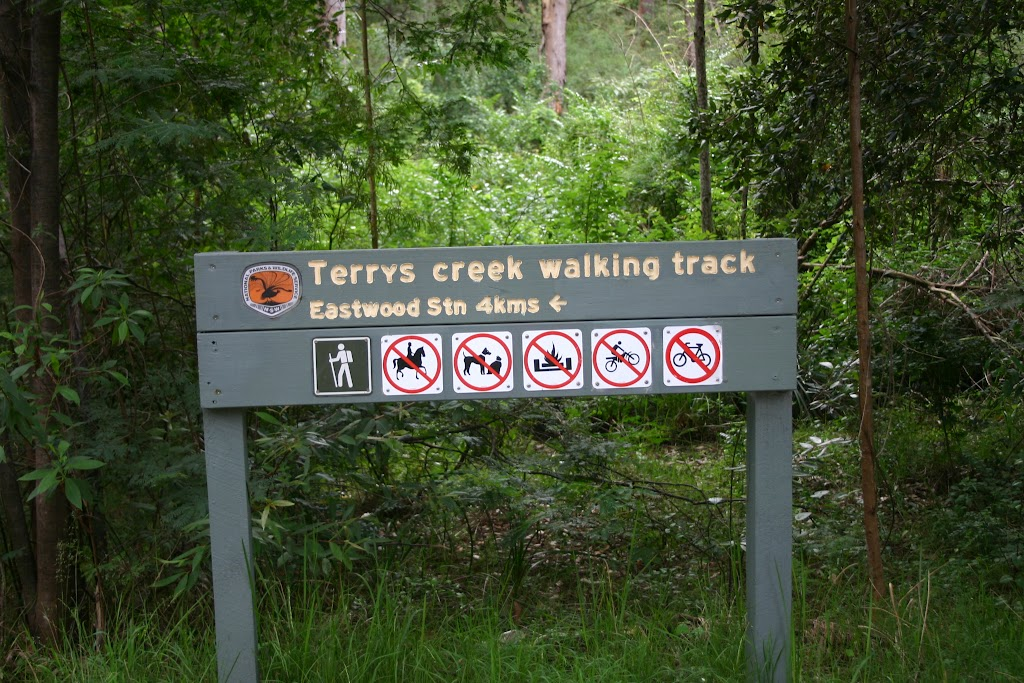 Terry's Creek walking track sign (24718)