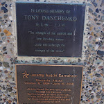 Plaques on Snapper Point memorial (247570)