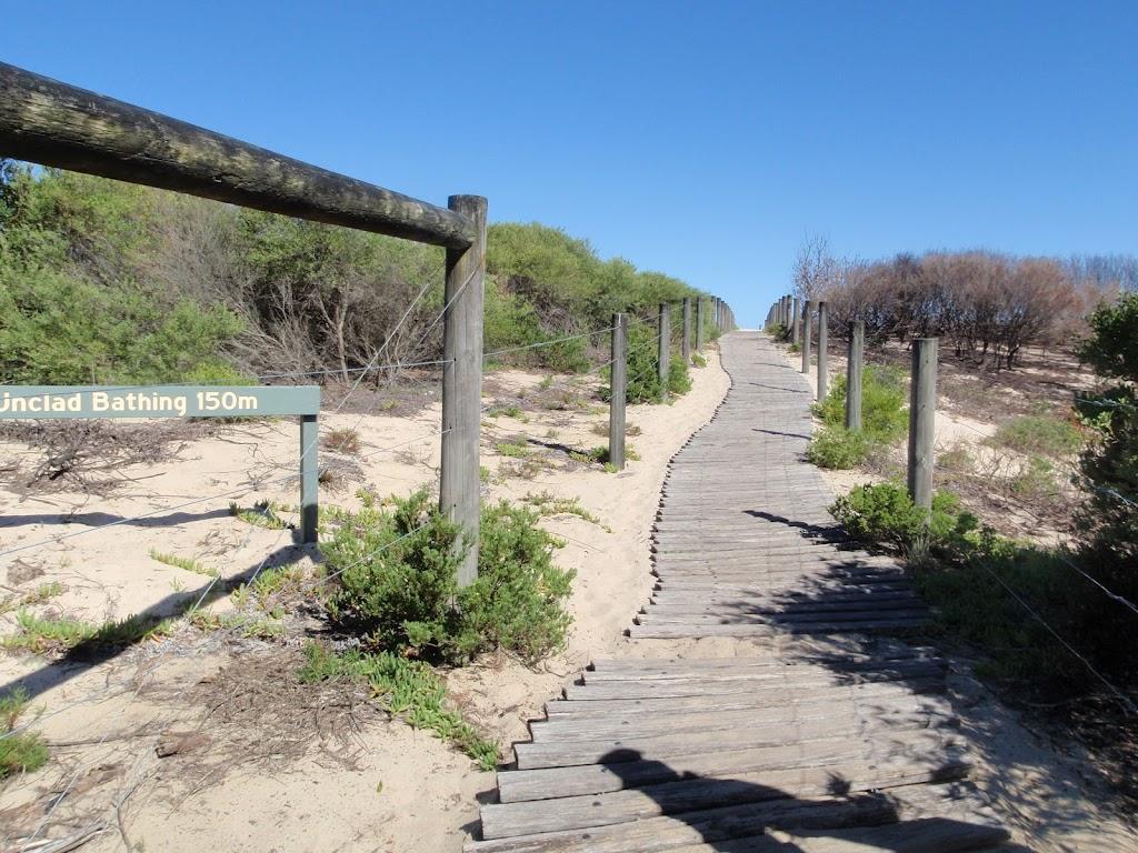 Beach access track (250975)