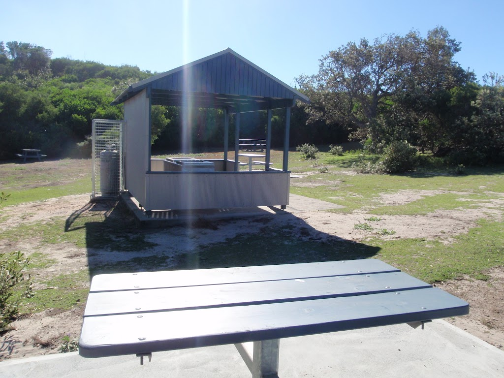 Table and BBQ shelter at the Tea Tree Picnic area (251221)