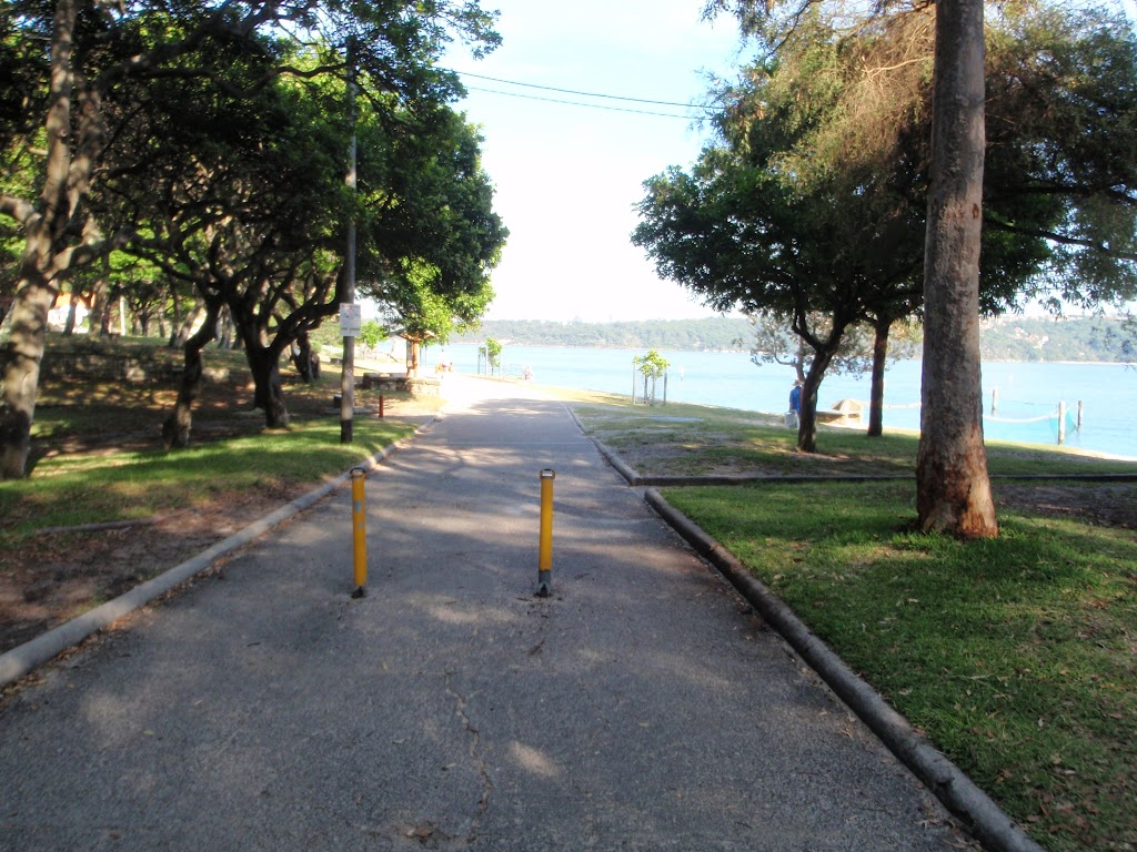 Path leading through Nielsen Park towards Shark Bay