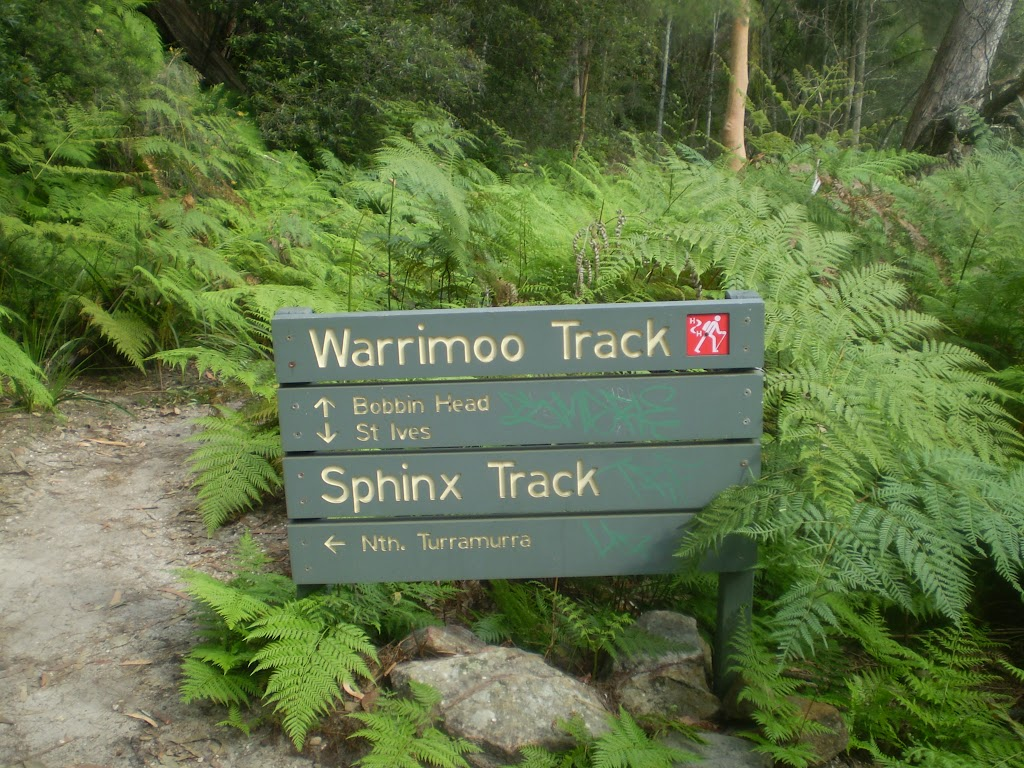 Warrimoo Track signpost
