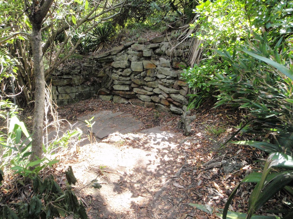 Stone wall near Hermit Point (254309)