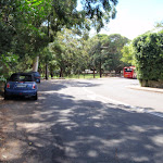 Walking along Vaucluse Rd (254897)