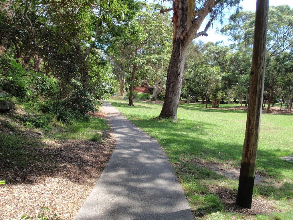 Path leading through Nielsen Park