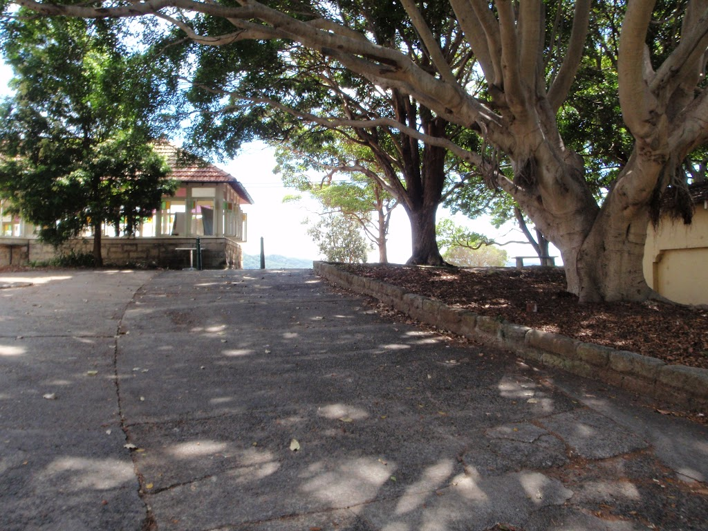 Path leading behind the cafe at Shark Bay