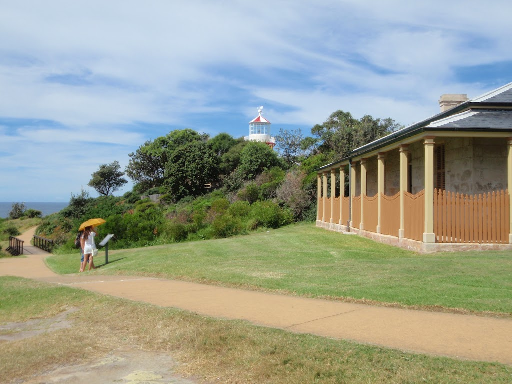 Head Lighthouse Keepers cottage and path (255644)