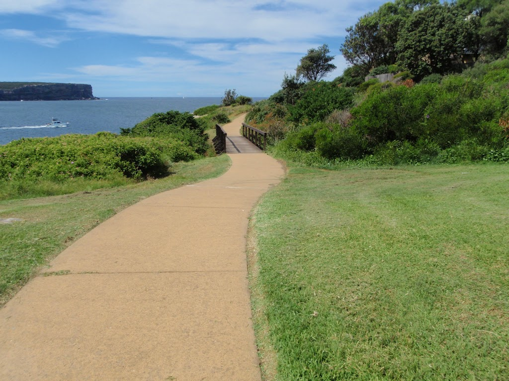 Path winding along the tip of South Head