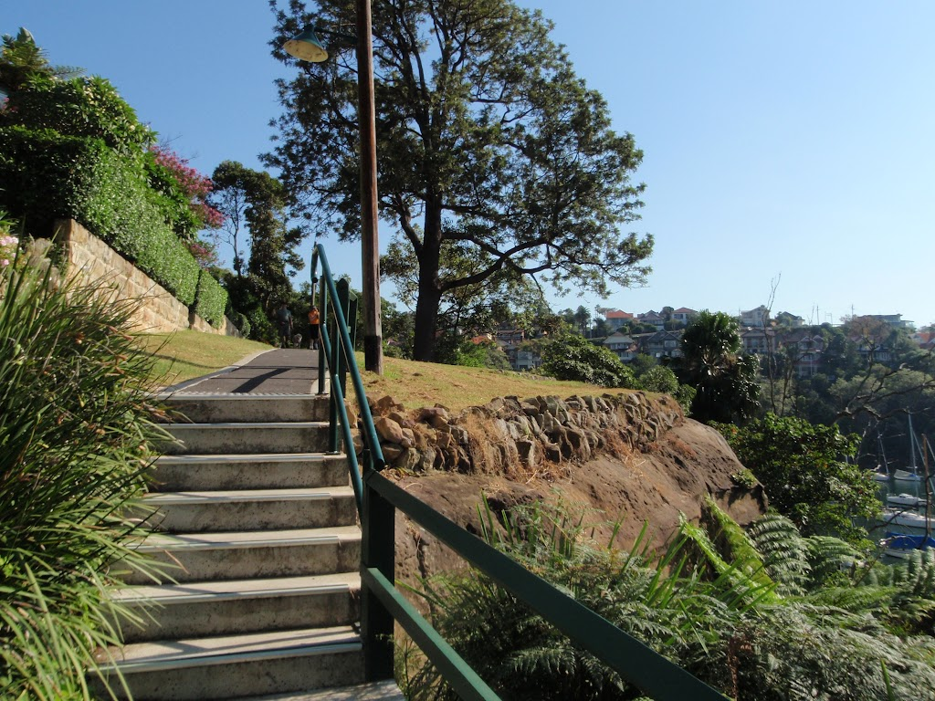 There are a few small flights of stairs around Cremorne Park