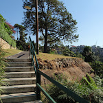 There are a few small flights of stairs around Cremorne Park (258602)