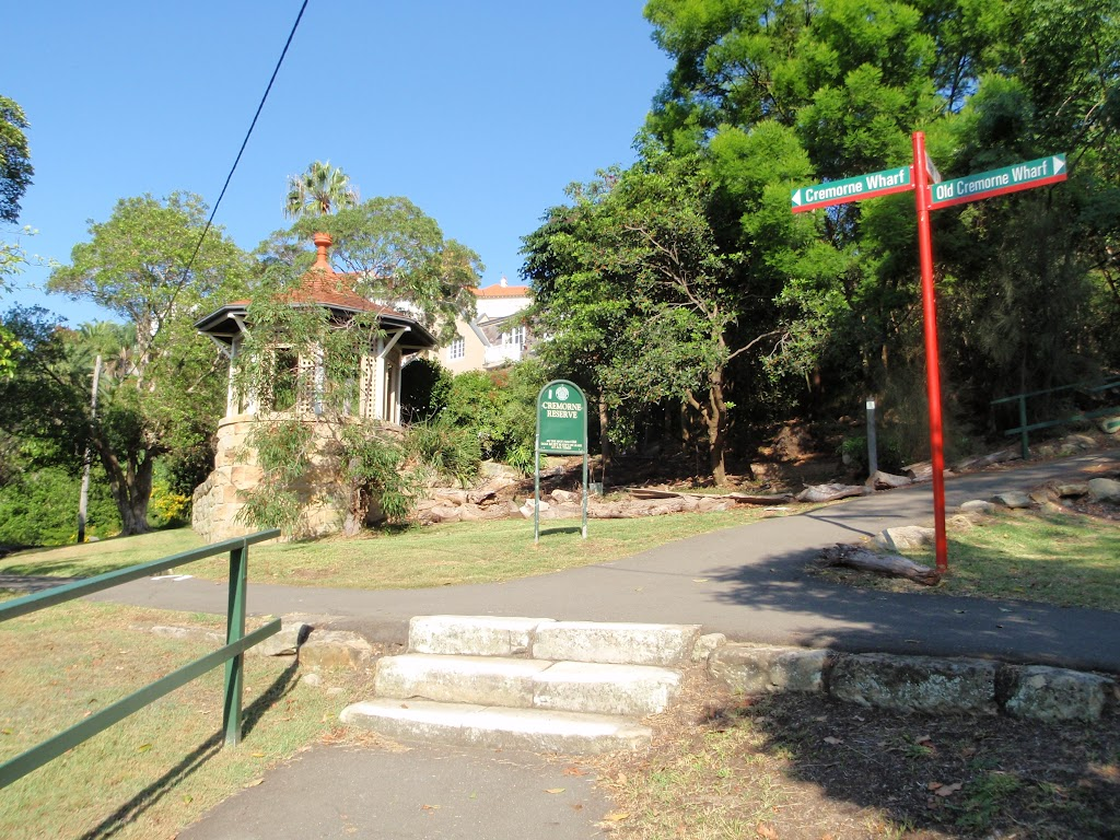Cremorne Reserve has a number of entrances