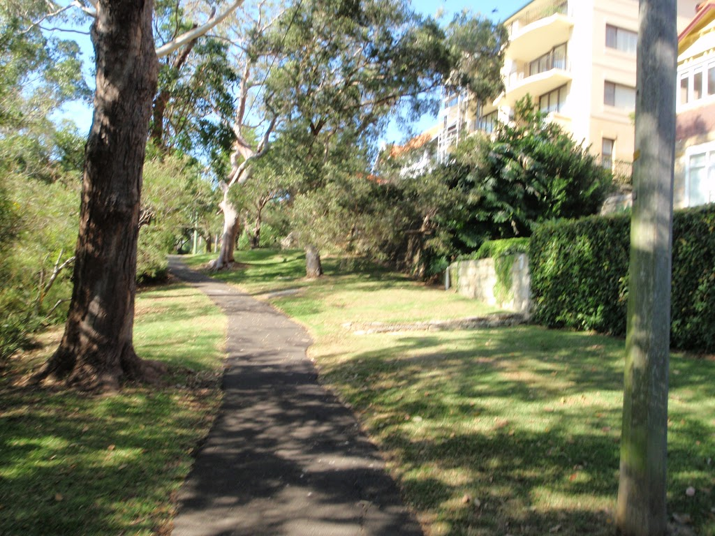 A pleasent stroll through Cremorne Reserve