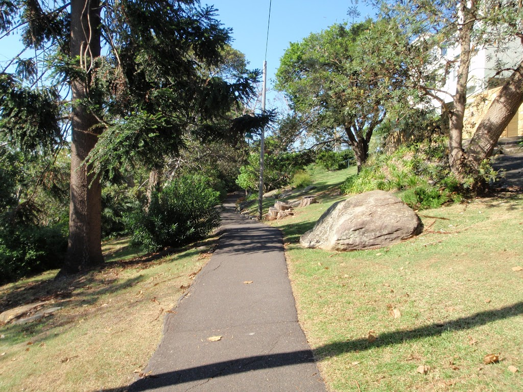 Well used footpath in Cremorne Reserve