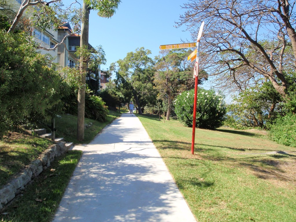 Well signposted paths through Cremorne Reserve