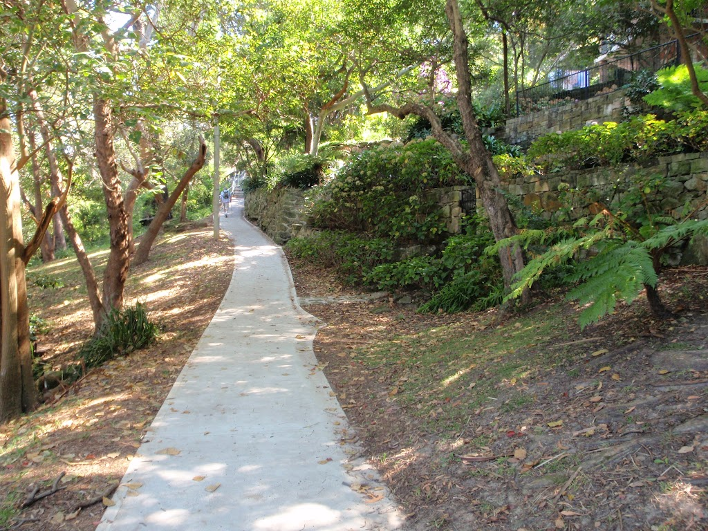 Path at the north western side of Cremorne Point