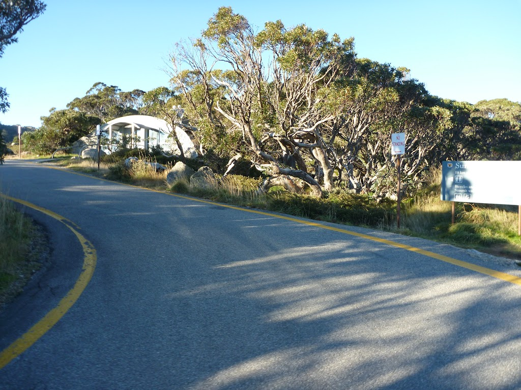 Toilet and road at Charlotte Pass