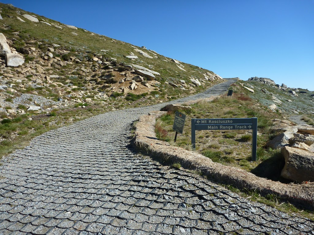 Sign at the int of Main Range track and Kosciuszko path