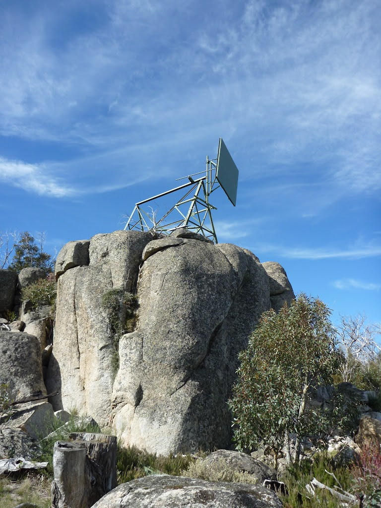 Radio repeater at the end of Rennix Walk (270251)
