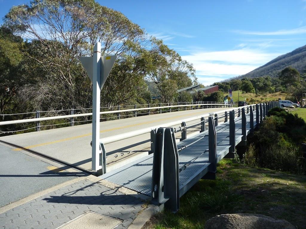 Crossing Thredbo River on Crackenback Dr
