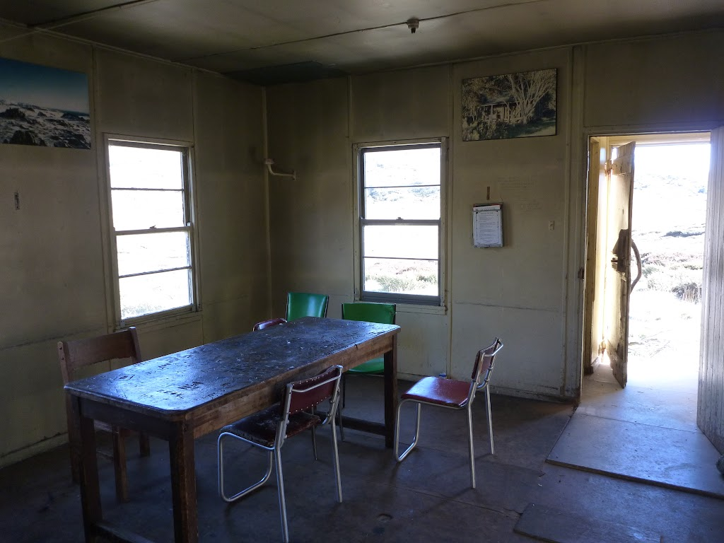 Inside Schlink Hut (286974)