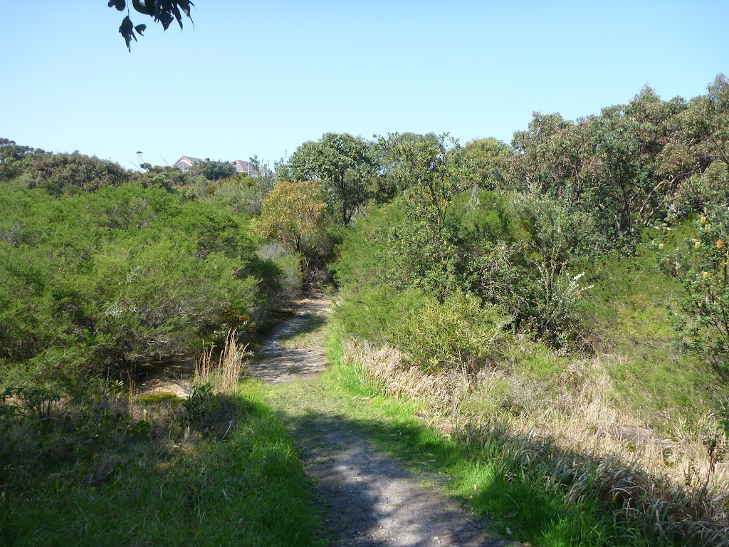 Shallow, dry creek on track near La Perouse