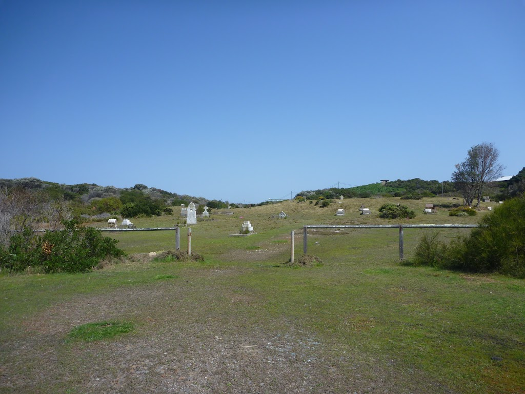 Coastal Cemetery near Botany Bay National Park (310514)