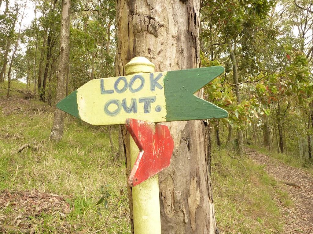 Track marker near the Mt Sugarloaf summit